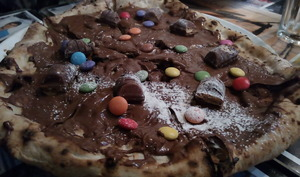 Pizza au nutella, kinder bueno et smarties