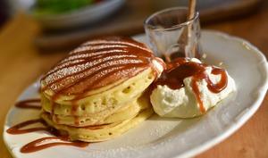 Pancakes nappés de sauce caramel