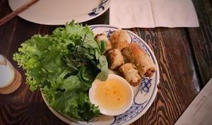 Assiette de nems au porc et au crabe