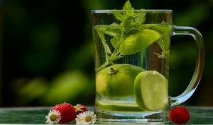 Pichet d'eau fraîche et citron vert