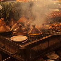 Tajines sur le marché a Marakech