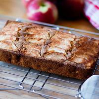 Gâteau aux pommes sur grille