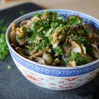 Bol de champignons de Paris sautés ail persil
