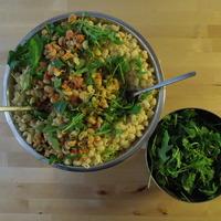 Plat de pâtes pipe rigate et salade roquette
