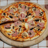 Pizza jambon et champignons