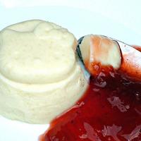 Blanc-manger au coulis de fraises