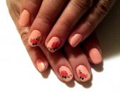 Modele unghii Flori rosii