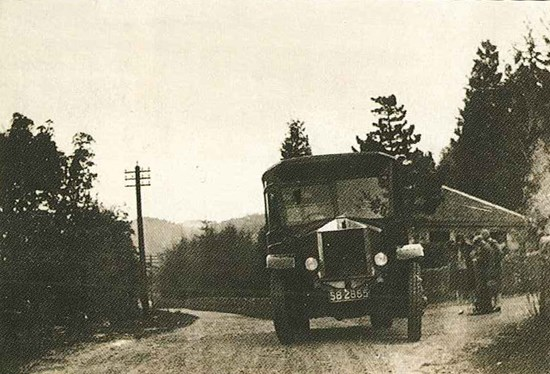 black and white photo of front of 1920s bus