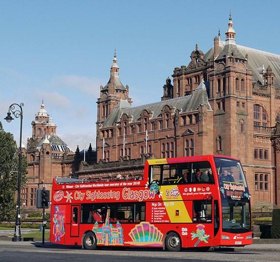 red open top bus outside Kelvingrove Art Gallery
