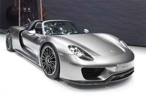 Porsche issue Spyder recall