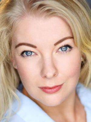 Monica Sik Holm, Singer