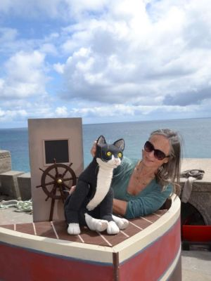 Jenny with Mowzer in The Mousehole Cat