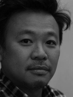 Simon Su headshot b&w