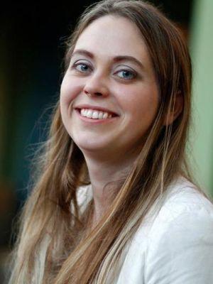 Annie Van Hulzen