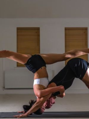 2014 Acroyoga · By: Paolo