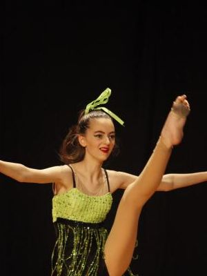 2017 Dance Pose · By: D E Photos