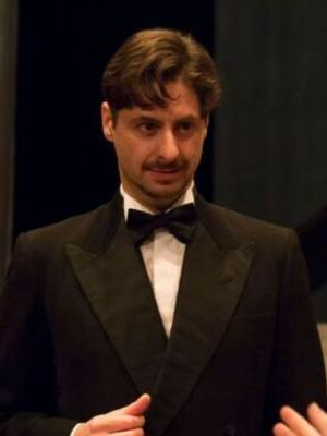 Simon Blake (Blithe Spirit - Charles Condomine) - Middlesbrough Theatre