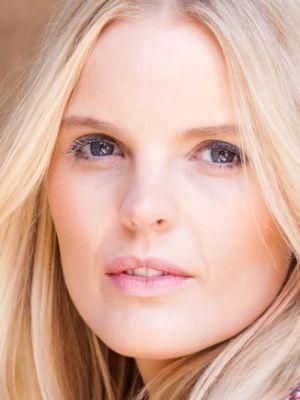 2017 Freya Cullen Headshot · By: Asheline Appleton