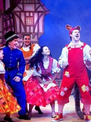 2016 Abi in panto · By: Naomi Sykes