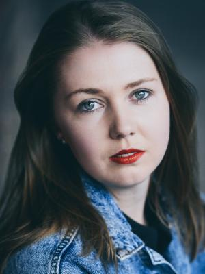 2018 Headshot · By: Catrin Arwel