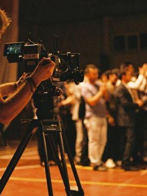 C Camera Operator (Kurdistan) With Red Helium