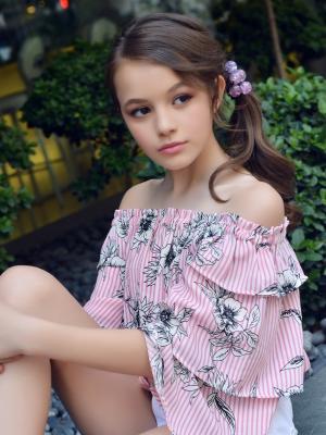 2018 Nicola Gjonaj · By: Front models