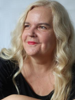 Anette Pollner side headshot