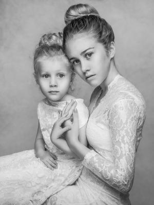 2018 Mya and Lily Fine Art shoot · By: Magdalena Sienicka