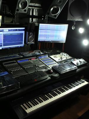 Desk Full