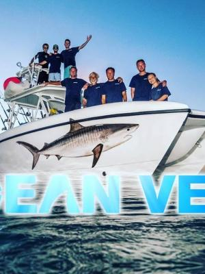 2016 Discovery Television Series Ocean Vet Crew · By: Andrew Smith