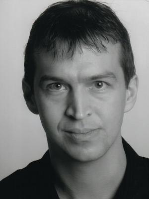 2010 Paul Winterford · By: Remigiusz Kaluzny