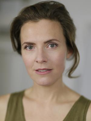 Anne Orvelin Headshot 2