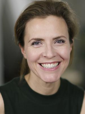 Anne Orvelin Headshot 13