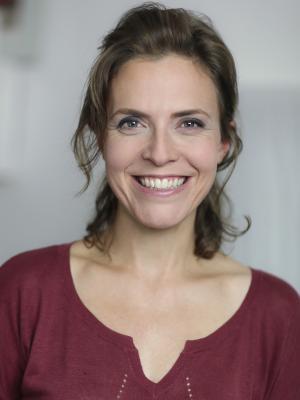 Anne Orvelin Headshot 15