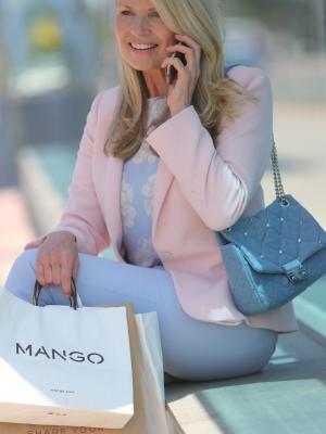 2018 Shopping anyone? · By: Lewis jordan