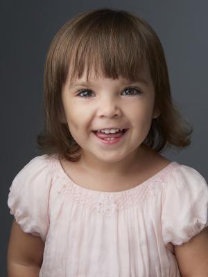 Isabelle ( sister)