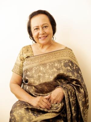 Mature Indian/Pakistanu mum