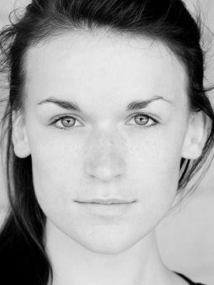 2009 Samantha Arends Headshot · By: Dylan Bryden