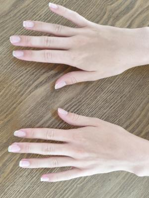 Daisie - hands