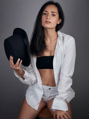 2019 Kateryna Stanoeva · By: Bernadette