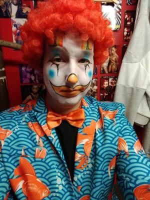 2019 Clown - Cirque le soir · By: Rob
