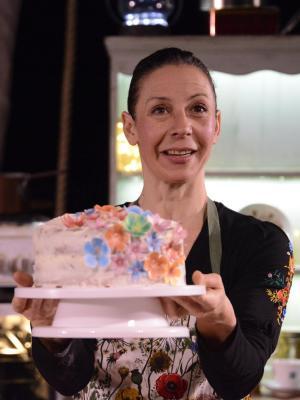 2019 Ana presenting her cake, Pepper & Honey, 2019 · By: Fernando