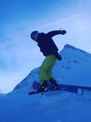 2015 Snowboarding skills - jump and grind · By: Callum Cheatle