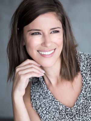 Fernanda Peviani - headshot smile