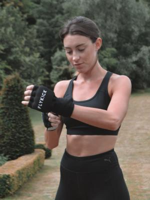Female Fitness Fly-Kick Trainer