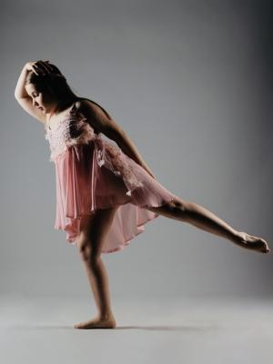 2020 Khloe Dance pose shoot age 9 · By: Hannah Todd photography