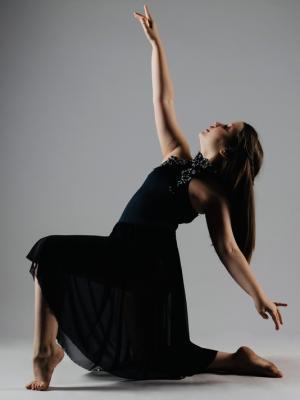 2020 Khloe Age 9 dance pose Shoot · By: Hannah Todd