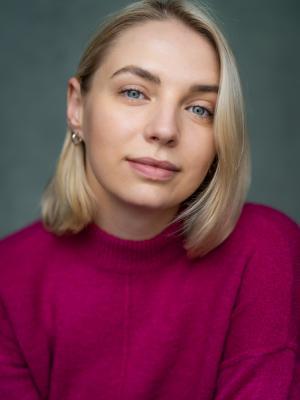 2021 Lauren Bickerdike Headshot 2 · By: YellowBellyPhoto