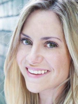 Amy Renée