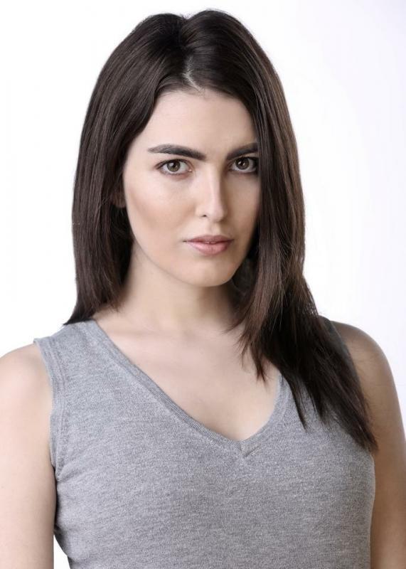 Laura Holland Headshot